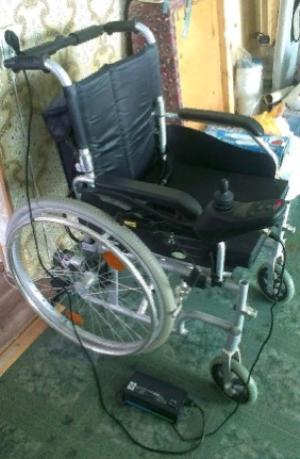 Инвалидное кресло-коляска с электроприводом FS107LA б/у