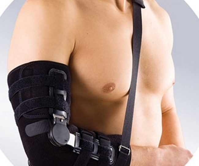 Ортез оберегает локтевой сустав от различных травм, а также используется для реабилитации пациента