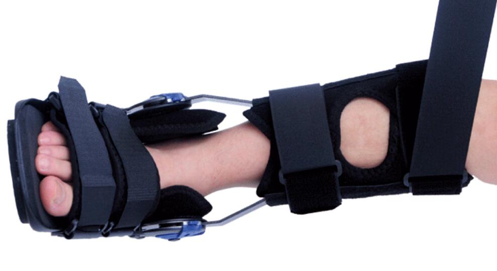 Консервативное лечение предусматривает ношение жесткого ортеза