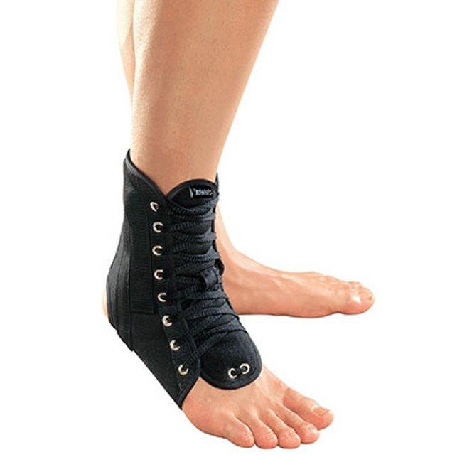Такое средство реабилитации хорошо фиксирует сустав от лодыжки до половины стопы, благодаря чему помогает справиться с болями