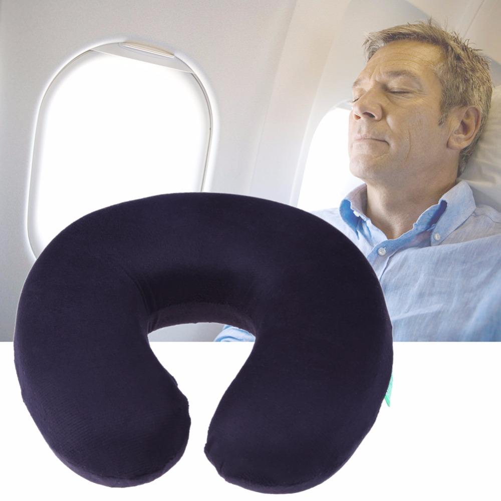 Во время длительного перелета лучше воспользоваться удобной подушкой
