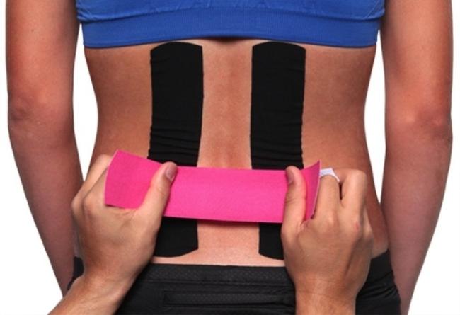 Процедура накладывания тейпа на спину