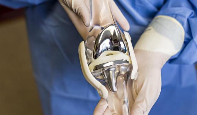 Пример импланта на искусственной кости